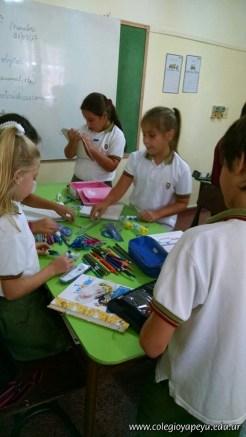 Clasificando útiles escolares 25