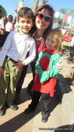 Festejo de Cumpleaños y Desfile en Homenaje a San Martin 235