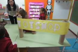 Jugando a la juguetería 8