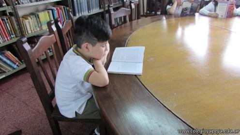 Tercero visita la biblioteca 104