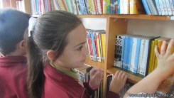 Tercero visita la biblioteca 48