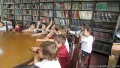 Tercero visita la biblioteca 84