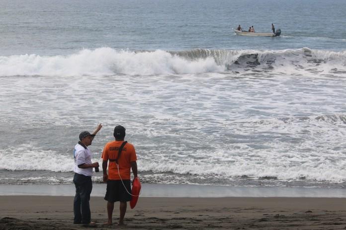 AHOGADO EN PASCUALES 1 696x464 - Armería, sin saldo blanco: muere una persona ahogada en Cuyutlán