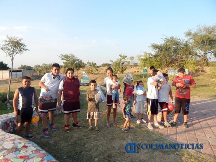 Estudiantes entregan juguetes a niños y niñas de colonias vulnerables_e