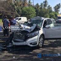 Fuerte accidente en autopista deja cinco heridos