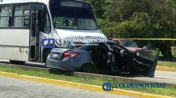 Muere mujer en auto arrastrado por urbano2