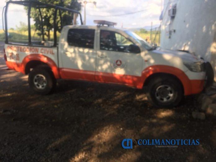 proteccion civil de tecoman 696x522 - Se salva mujer de ahogarse en El Real