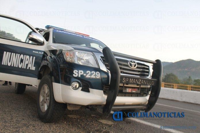 policia manzanillo 696x464 - Aparece masculino lesionado con arma de fuego en el centro de Manzanillo