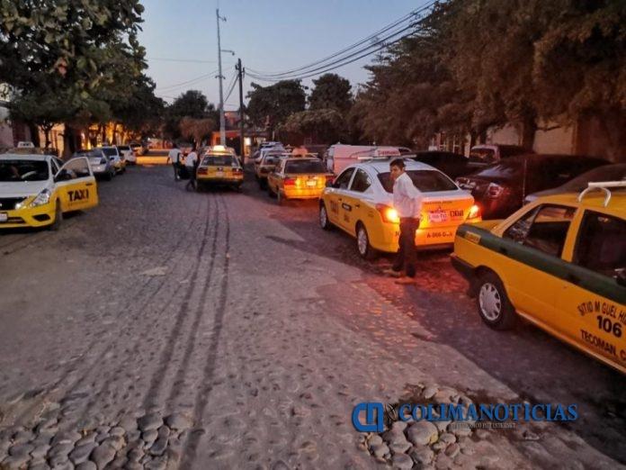 taxistas se manifiestan 696x522 - Taxistas exigen justicia tras detención de ladrón; habría asaltado a 20 choferes
