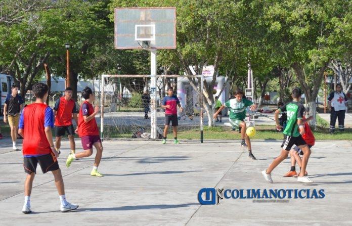 futbol ralampago 696x447 - Torneo Goleando las Adicciones unió a la juventud colimense de barrios y colonias