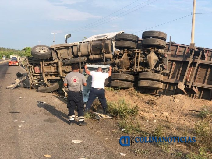 57432F53 358F 4BB2 ACDD 1BF52D228D2D 696x522 - Mueren dos motociclistas aplastados en accidente vehicular en la caseta de Cuyutlán