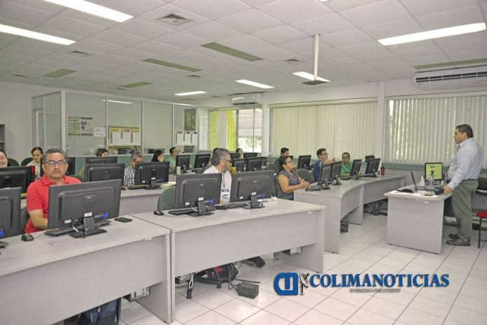 Curso diseño de aplicaciones móviles 696x465 - Enseñan a docentes cómo elaborar sus propias aplicaciones para enriquecer sus clases