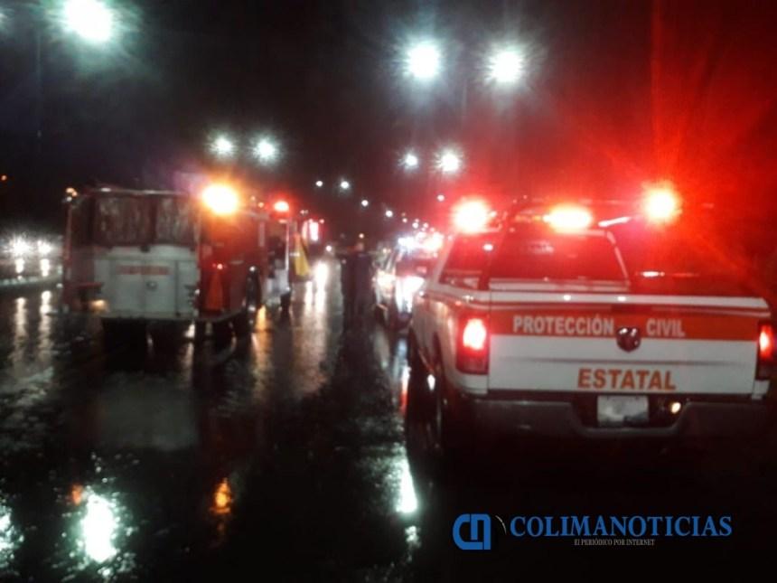 afectaciones por lluvias colima 3 1024x768 - Provoca lluvia afectación a 16 vehículos y caída de ocho árboles: PC