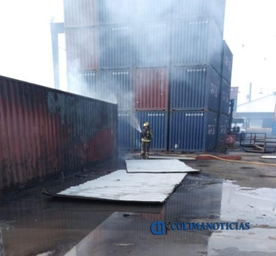 contenedor incendio - Central de Emergencias controla incendio de contenedor