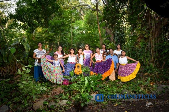 grupo de danza Hoja Santa 696x464 - El grupo de danza Hoja Santa celebra 15 años de trayectoria