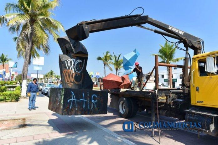 piezas del Zodíaco a restaurar 696x463 - Se busca que Ayuntamiento de Manzanillo concrete Jardín Escultórico con piezas del Zodíaco