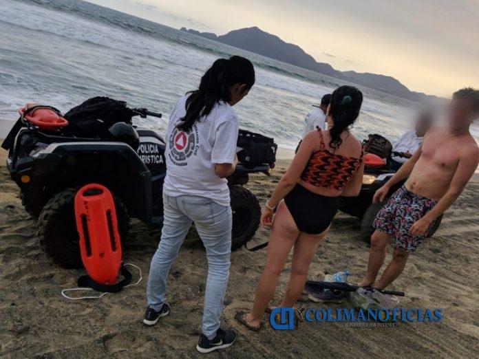turistas ahogandose 696x522 - Rescatan a dos turistas en Olas Altas