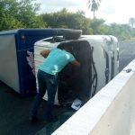 2F2AD23B 7B7C 4A32 9326 732898E9A8D8 150x150 - Vuelca vehículo refresquero en la autopista