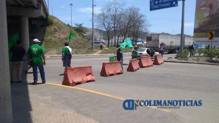 Campesinos bloquean entrada a la zona norte del puerto 3 696x392 - Campesinos bloquean entrada a la zona norte del puerto