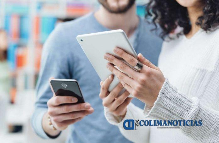 celular y tablet 696x455 - Usa la tecnología a tu favor este regreso a clases y organízate con estas apps