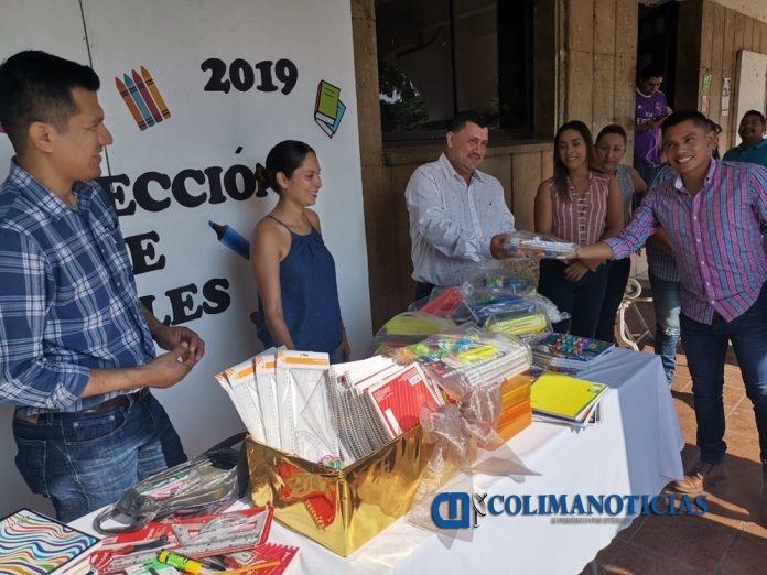 utiles escolares en ixtlahuacán 696x522 - Se suma personal sindicalizado y de confianza a la campaña de donación de útiles escolares en Ixtlahuacán