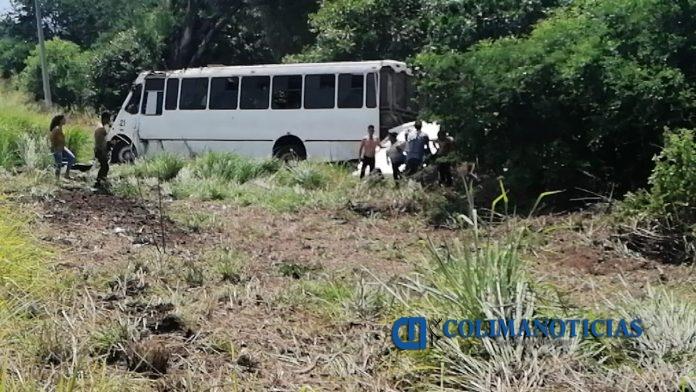 DCA89B55 6672 4704 B4F8 DC4F64A28C50 696x392 - Fuerte accidente de camión de pasajeros cerca de Suchitlán en Comala