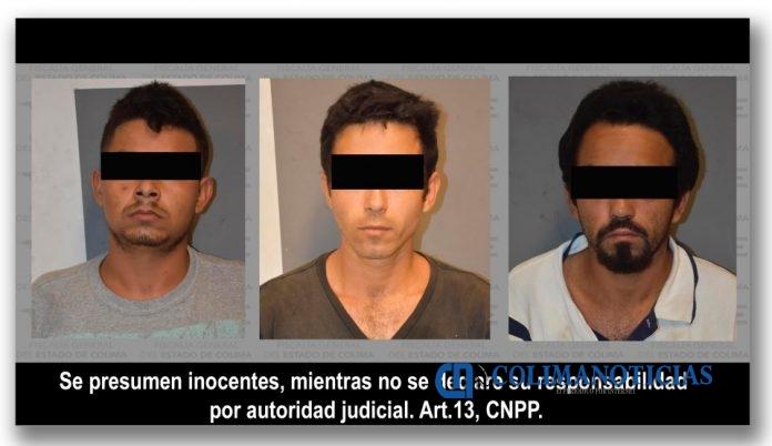 FOTO CATEO COLIMA 696x402 - Resultan tres detenidos y droga incautada en cateo