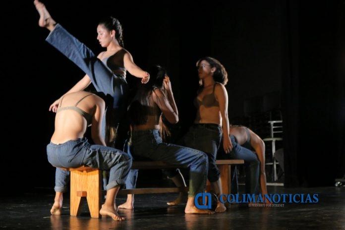 Presentación de Estudiantes de la Licenciatura en Danza 696x464 - Muestran estudiantes de Danza talento alcanzado en su formación