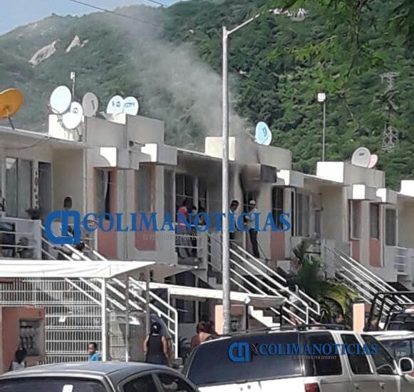 Vecinos controlan incendio de casa en Los Patos - Vecinos controlan incendio de casa en Los Patos