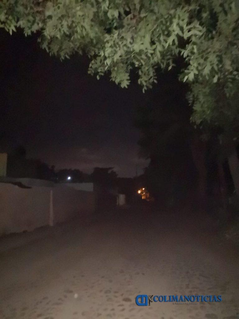 calle sin luz 768x1024 - Sin alumbrado en calle de acceso a Secundaria Técnica de El Colomo