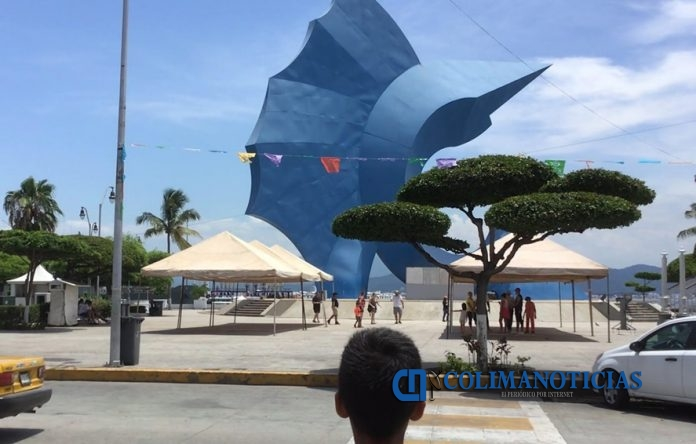 manzanillo escultura pez vela 696x444 - Manzanillo, municipio colimense que encabeza el mayor número de asesinato a mujeres durante 2019