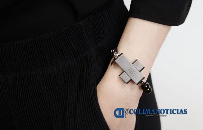 Click To Pray eRosary 696x446 - Vaticano lanzará gadget para rezar por la paz en el mundo a 99 euros