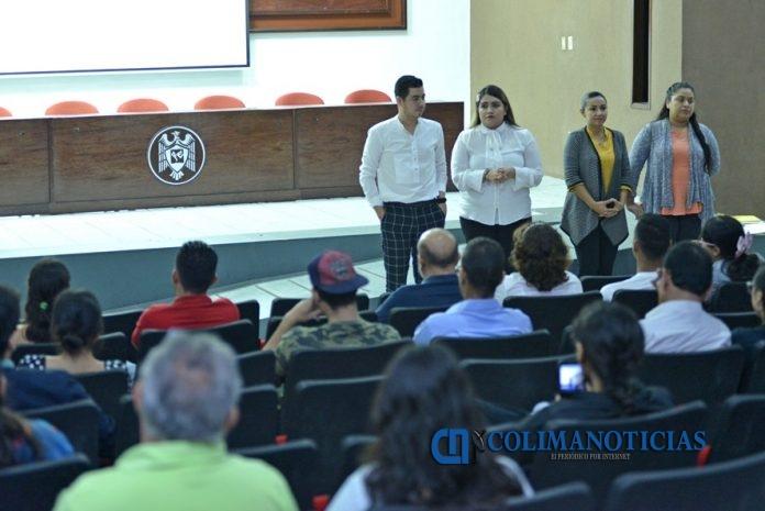 Sesión informativa de preparación para movilidad 696x465 - Informan a estudiantes y padres sobre proceso de movilidad académica