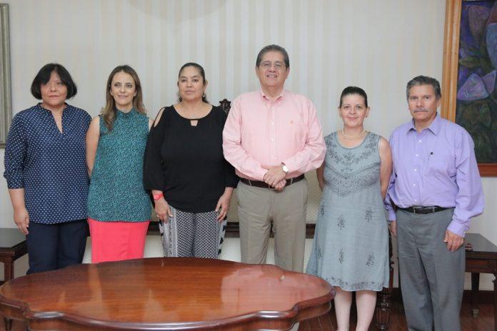 Visitan al Rector Eduardo Hernández Evaluadores de Psicología PRINCIPAL 696x464 - Evaluación externa garantiza calidad educativa: JEHN