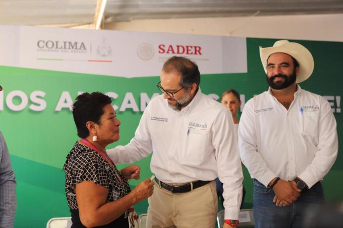 Entrega Gobernador recursos del seguro agrícola a productores de Colima