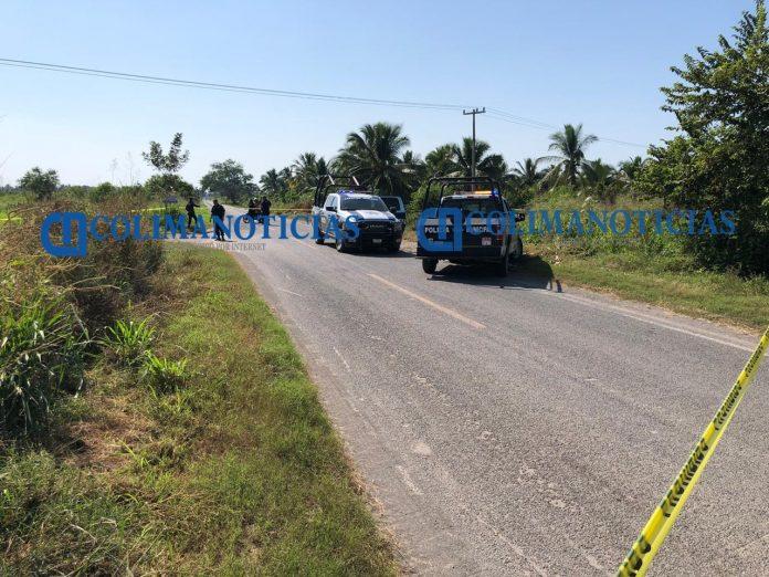 Hallan un cadáver envuelto en sábanas en la carretera a Tecuanillo 696x522 - Hallan un cadáver envuelto en sábanas en la carretera a Tecuanillo, en Tecomán