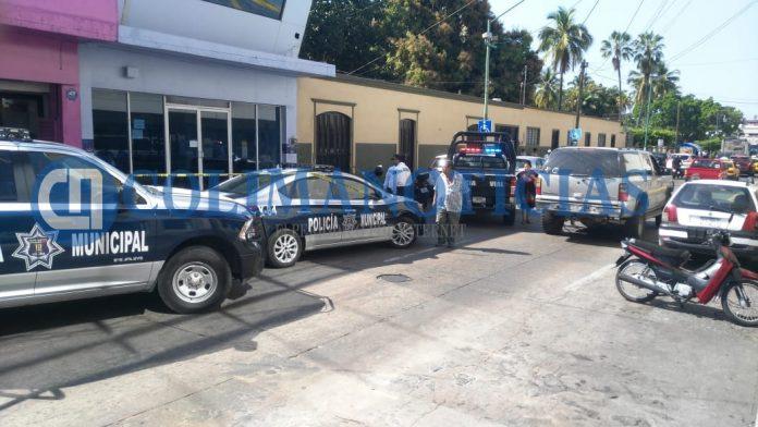 Muere hombre de un infarto en el centro de Colima 696x392 - Muere hombre de un infarto en el centro de Colima - #Noticias