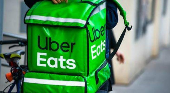 uber eats 696x380 - El comercio electrónico sigue creciendo en México - #Noticias
