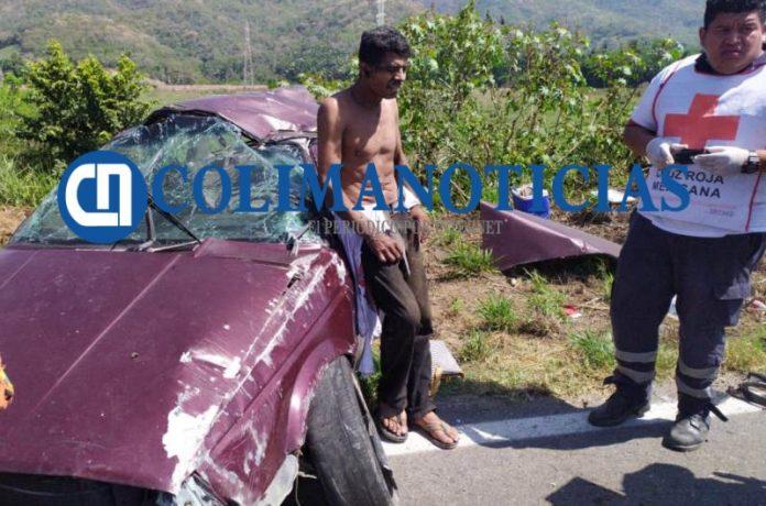 Reportan 2 heridos en volcadura por la carretera libre Manzanillo Armería 2 696x460 - Reportan 2 heridos en volcadura por la carretera libre Manzanillo-Armería - #Noticias