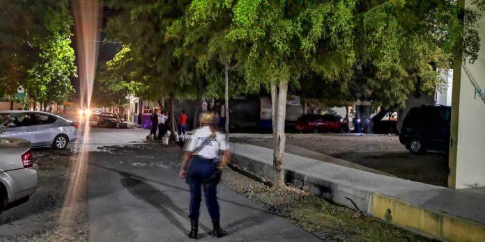 disparan contra policía en Armería 696x348 - Disparan contra agente de vialidad de Armería a espaldas de la presidencia municipal - #Noticias