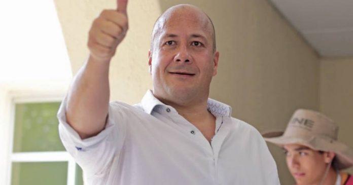 gobernador de jalisco 696x365 - Suspenderán clases a nivel superior en Jalisco para evitar contagios de coronavirus - #Noticias