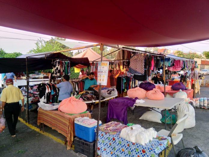 tianguis del municipio de Colima 696x523 - Alrededor de 2 mil personas que apoyan en tianguis y mercados, temporalmente sin empleo a raíz de Covid 19: Martínez Paredes