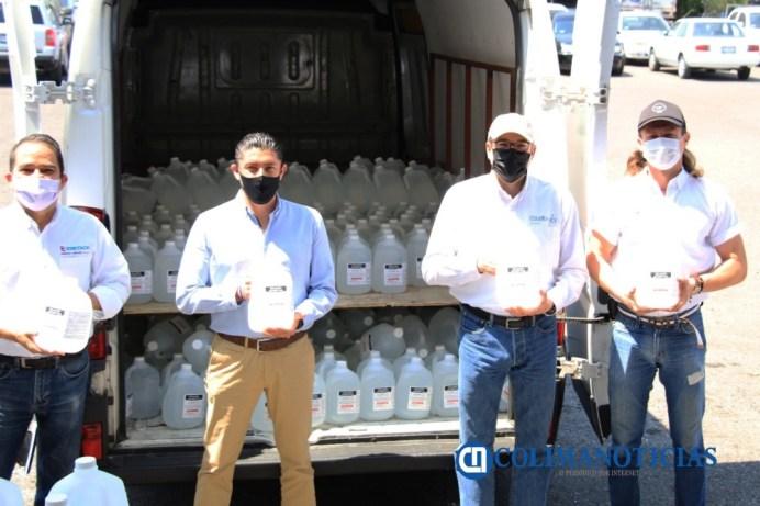 Empresarios colimenses donan alcohol de uso sanitario al Gobierno del Estado