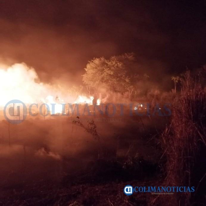 Incendio pone en riesgo casa habitación de Santiago