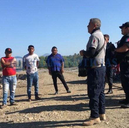 Protección Civil retira a más de 80 turistas de Zacatecas del río Armería