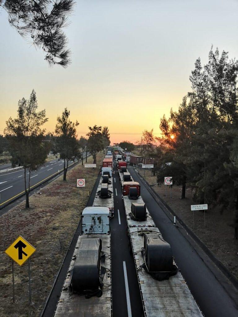 Fotos Carolina Anaya 768x1024 - ¿Piensa viajar por autopista Colima-Gdl? Tome precaución, continúa cerrada en puente Beltrán