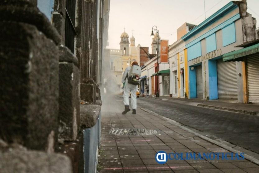 Se sanitizan las oficinas del Ayuntamiento de Colima3 1024x682 - Se sanitizan las oficinas del Ayuntamiento de Colima