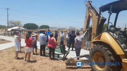Vecinos de colonia Villas Diamante en Villa de Álvarez se unen para evitar que empresa destruya jardín