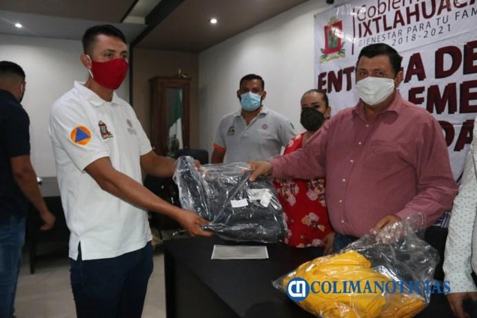Entrega alcalde Carlos Carrasco equipo de protección a elementos de seguridad pública y PC