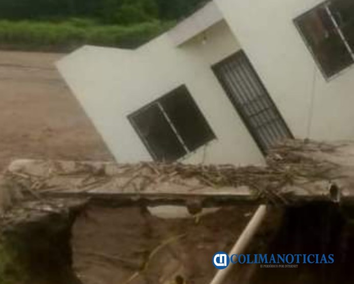 Exigen vecinos de Miravalle solucionar las inundaciones